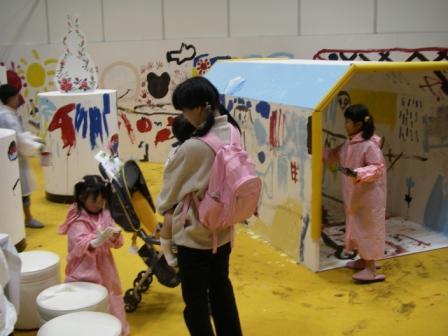 ペイントショーでの子供たちの塗装風景1
