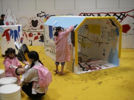 ペイントショーでの子供たちの塗装風景2