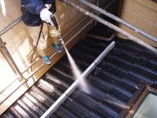 瓦屋根高圧洗浄機で水洗い後