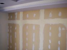 クロス張替え前に、壁のパテ下地処理