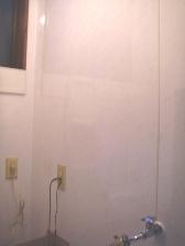 洗面所クロスをパネル板に張替工事4