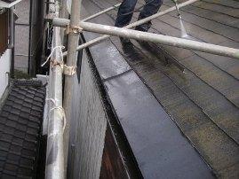 屋根も丁寧に水洗い洗浄を施します。