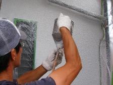 職人の吹付塗装の様子1