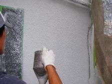 職人の吹付塗装の様子2