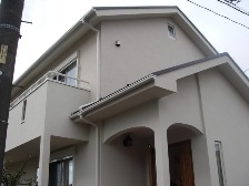吹付塗装施工完了した建物