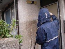 外壁水洗い洗浄済みと洗浄前外壁の色の違い