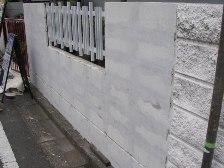 カチオン系セメントフィーラーでこまめに4回下地処理後の塀の状態