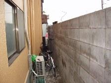 ブロック解体・フェンス取り付け工事施工前の建物側