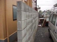 ブロック塀はプライバシーは守れるが、風通しが悪くなる