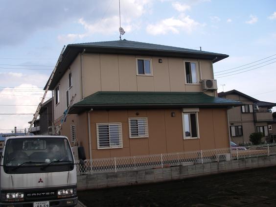 コロニアル屋根塗装完成後の建物全体写真