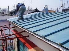 トタン屋根を再塗装する前に状態を確認
