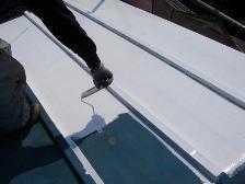 遮熱塗料専用の2液型プライマーを使用