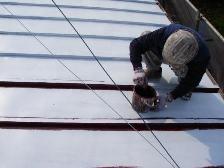 職人による錆止め兼用下塗プライマー塗装