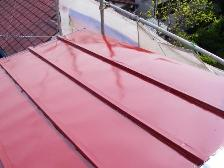トタン屋根塗装、中塗り
