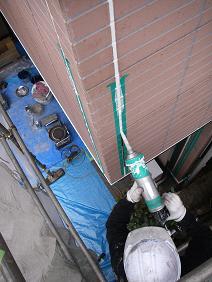 サインディングジョイントを2液性シリコン樹脂コーキングで施工
