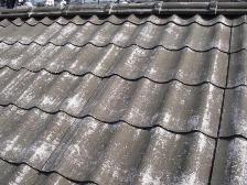 U瓦屋根塗装工事、エポキシプライマー下塗り