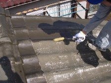 U瓦屋根塗装工事、中塗り