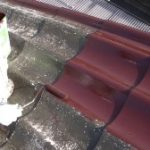 U瓦屋根塗装工事、上塗り塗装施工風景