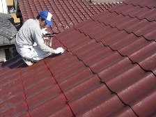 U瓦屋根塗装工事、施工風景2