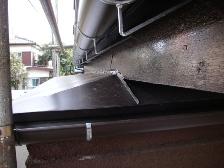 トタン屋根の構造を変えた板金工事と雨樋交換工事施工後