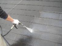 コロニアル屋根塗装前に高圧洗浄機で水洗い2