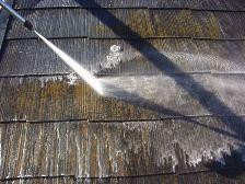コロニアル屋根塗装前に高圧洗浄機で水洗い5