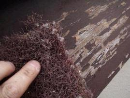 目の粗いマジックペーパーで凹凸を出来るだけ平らにする作業|埼玉県|外壁塗装
